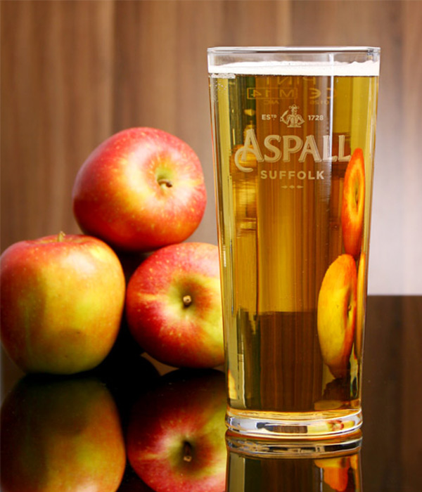Draught has a mid straw colour with a floral and appley aroma, especially of Russetts.